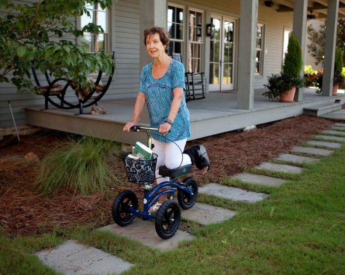 ALL TERRAIN KNEEROVER® STEERABLE KNEE SCOOTER - Rental - Innovations in Mobilty